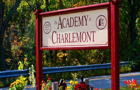 The Academy at Charlemont 查尔蒙顿中学