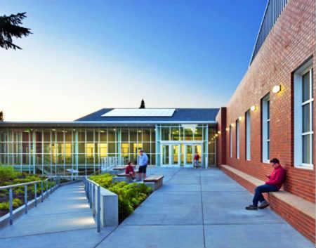 Lakeside School 湖滨学校