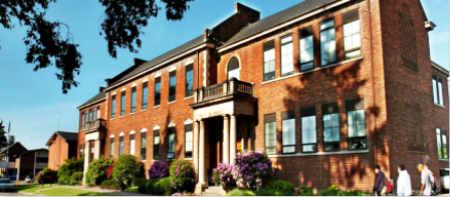 Bellarmine Preparatory School 贝拉明预备学校