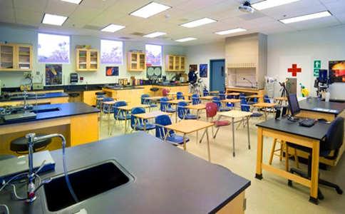 圣玛格丽特主教学校实验室.jpg