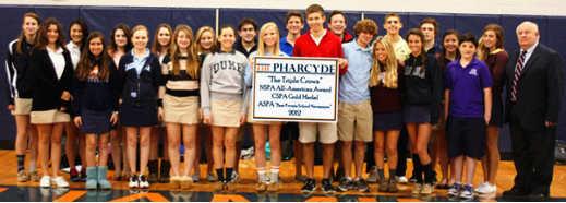 本杰明的校刊«THE PHARCYDE»被评为美国最好的学校报纸奖.jpg