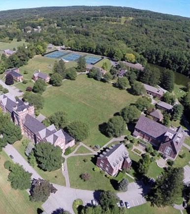 Boston College High School 圣三一珀林中学.jpg